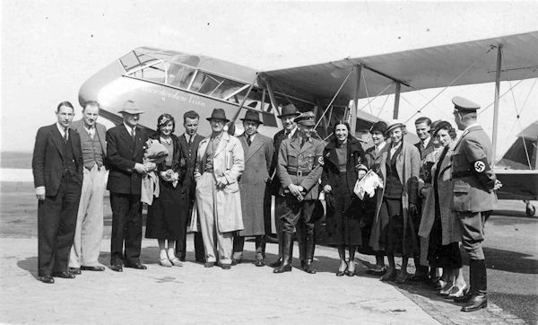 G-ACEK DH Dragon The Leicestershire Vixen L Everard RL Preston with German vistors May 1934