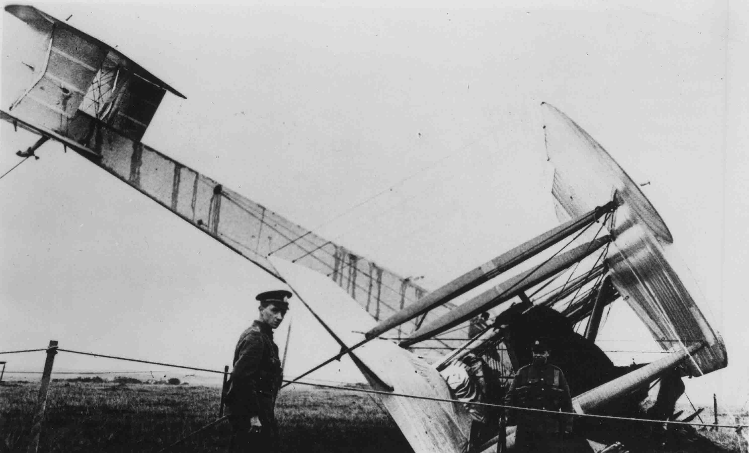 0033-0033 - Vickers Vimy (Alcock and Brown).jpg